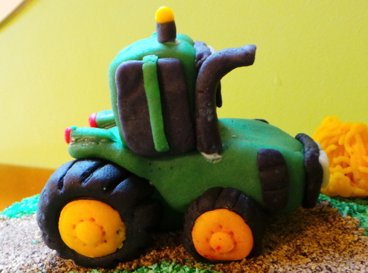 tracteur en pate d'amande