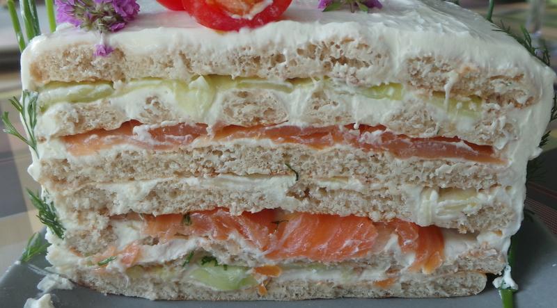 fuyons la canicule avec un sm rg st rta heu un sandwich cake au saumon concombre et fenouil. Black Bedroom Furniture Sets. Home Design Ideas